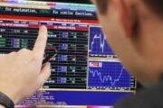 Эксперт объяснила, почему биржа нестанет альтернативой банкам