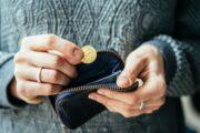 Экономист назвал причину бедности вРоссии