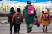 Опекуны малолетних детей получат дополнительные выплаты