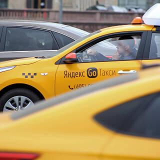 Таксисты и таксопарки заработали 300 миллиардов рублей на заказах Яндекс.Такси
