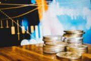 На что может указывать вывод большого количества биткоинов с биржи?